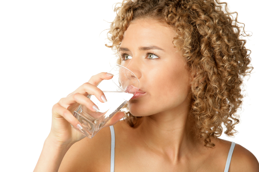 Drinking water to stay healthy during the holidays