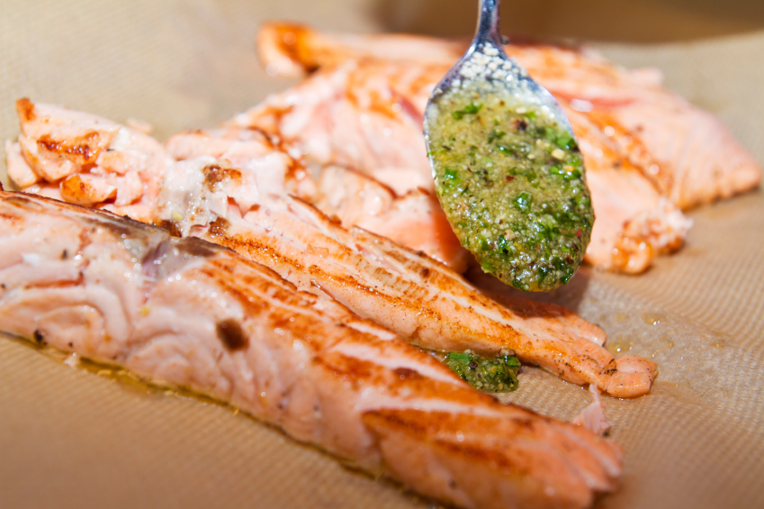 Salmon fillet with pesto and herbs