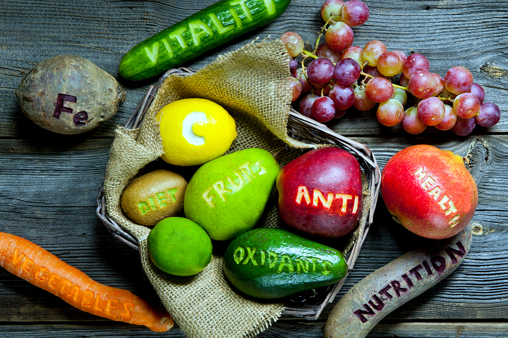 Picture of natural antioxidants such as fruits and vegetables.
