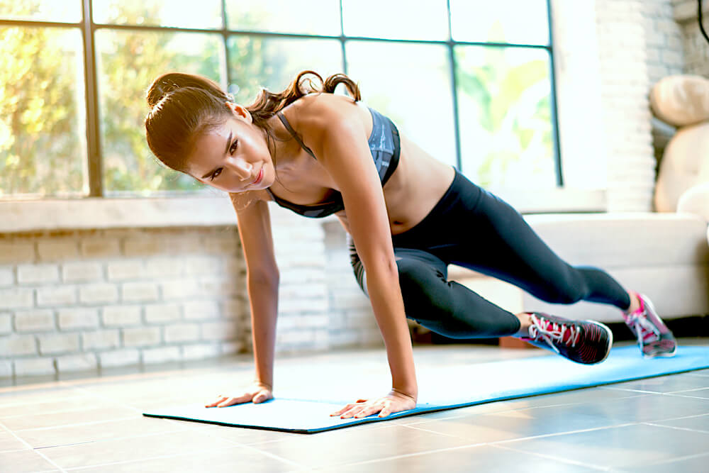 woman doing mountain climbers